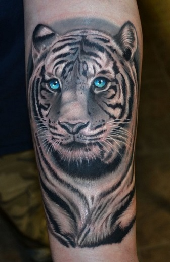 black-and-white-tattoos-tiger-color