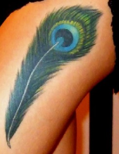 peacock-feather-tattoo-thigh