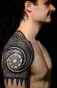 Shoulder tattoos tattoo insider for Tribal shoulder blade tattoos