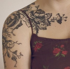 shoulder-tattoos-women-flowers
