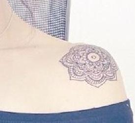 shoulder-tattoos-women-henna