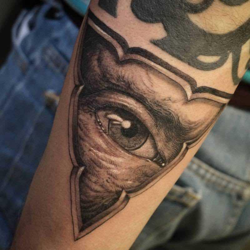 Eye Tattoo by Hori Benny